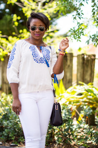 how-to-wear-a-peasant-top-for-summer-all-white-outfit-2
